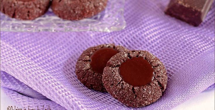 Biscotti al cioccolato di Martha Stewart: i Chocolate Thumbprint Cookies  #chocolate #thumbprint #cookies #cioccolato #biscotti #natale #xmas