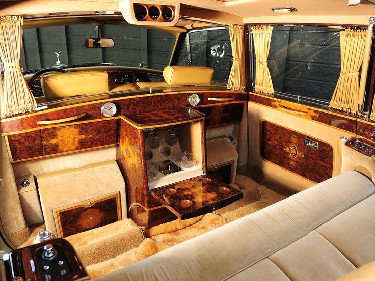 Interior Rolls-Royce Phantom VI Landaulette by Mulliner Park Ward (VI) '1973–01.1992