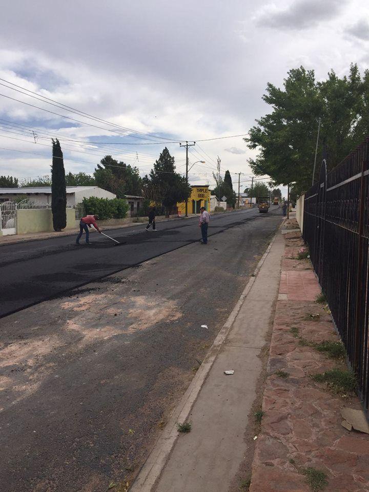 Grandes beneficios los que otorga la pavimentación con concreto hidráulico que se realiza en la calle Reforma en la cabecera municipal, siendo esta calle...