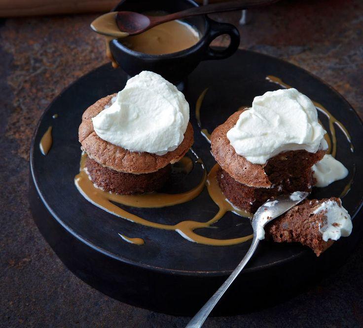 Rezept für Schokoladen-Macadamia-Soufflés mit Karamellsauce bei Essen und Trinken. Und weitere Rezepte in den Kategorien Milch + Milchprodukte, Nüsse, Alkohol, Nachtisch / Dessert, Kuchen / Torte, Backen, Raffiniert.