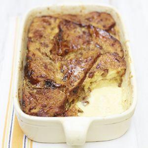 Recept - Jamies broodpudding van fruit- noten- en rozemarijnbrood - Allerhande