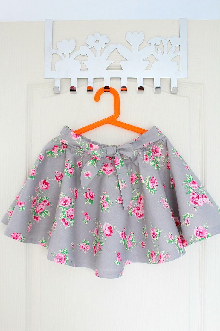 Do you love the look of those twirly circle skirts? Here'show to make a circle skirt for yourself or your little girl, without having to insert a zipper.