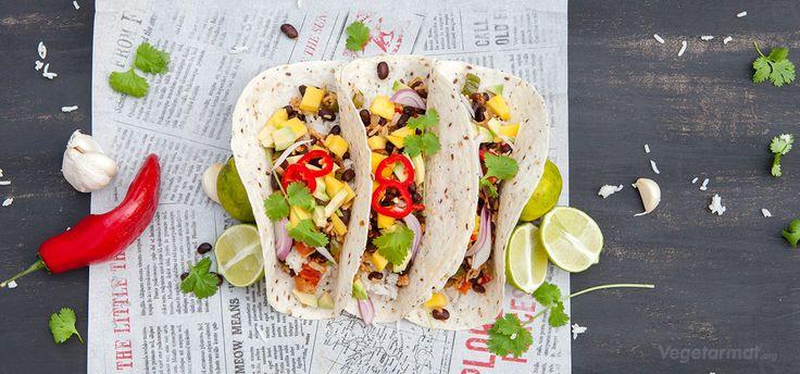 I Mexico lages tacos og burritos i absolutt alle varianter. Vi har laget burritos med den klassiske kombinasjonen bønner og ris. Også har vi lagt til herligheter som mango, koriander, lime og chili! Prøv denne smakfulle vegetarretten eller en av våre mange andre vegan- og vegetaroppskrifter.