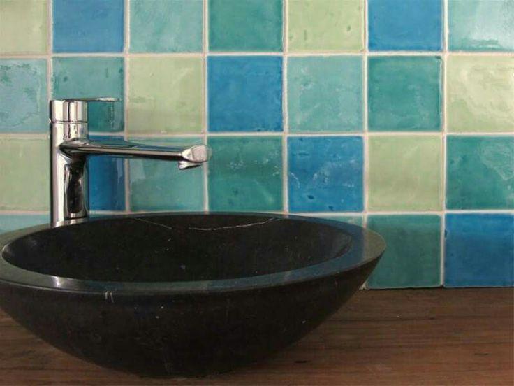25 beste idee n over bruine badkamer op pinterest bruine badkamer inrichting en badkamer - Faience voor italiaanse douche ...