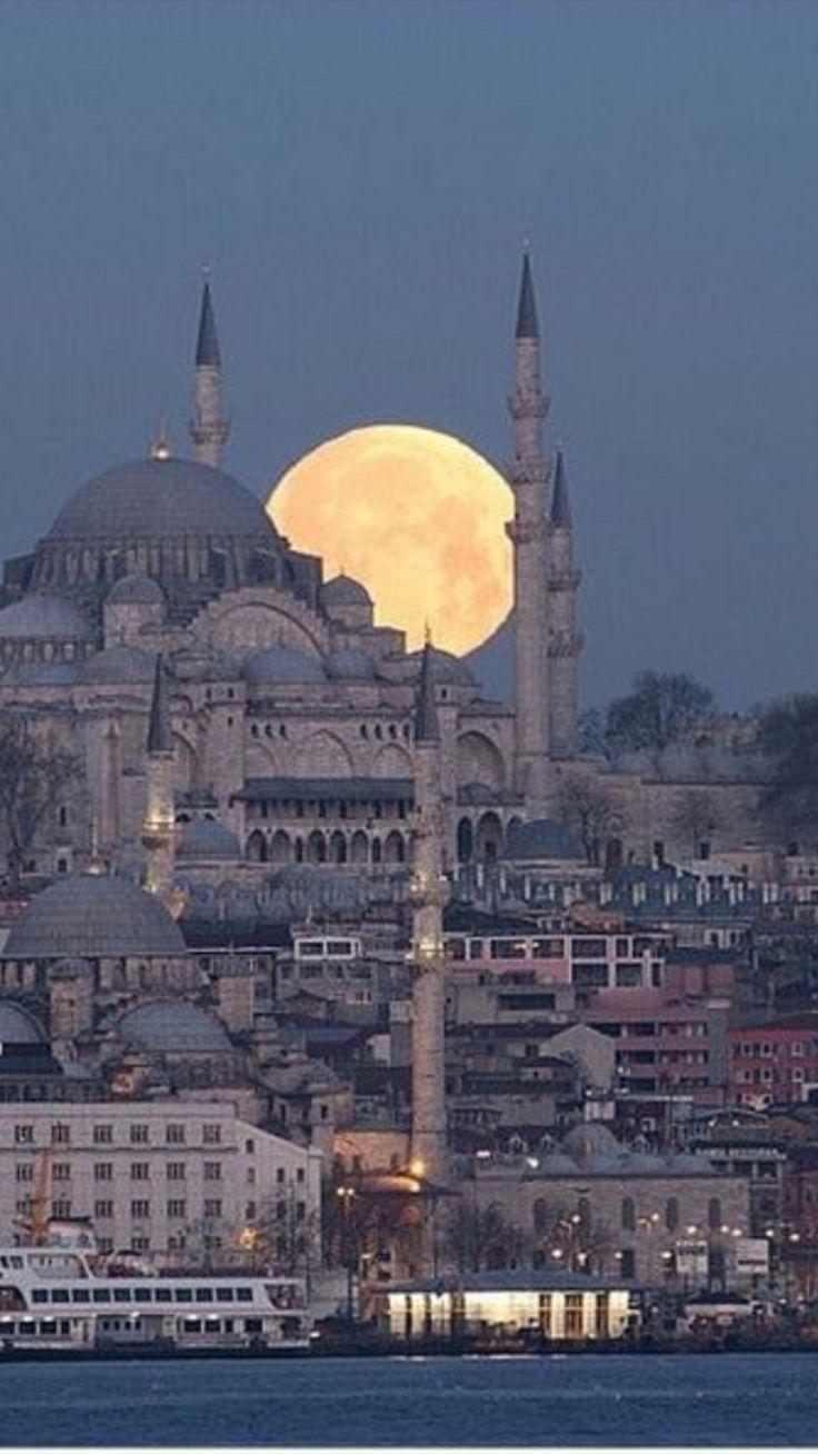 Vollmond in Istanbul die Türkei
