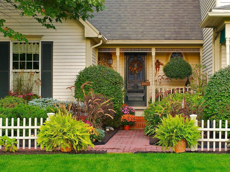 front entryways country style | change the look of the garden throughout the year give your entry ...