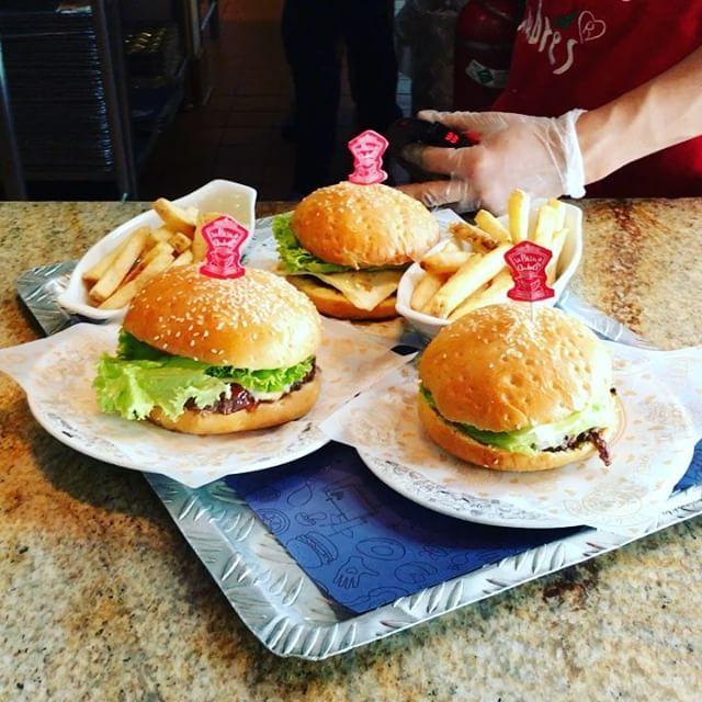Hamburguesas !!! #food #foodstyling #foodie #foodgram #carne #res #papas #bogotá #trip #viaje #vacaciones