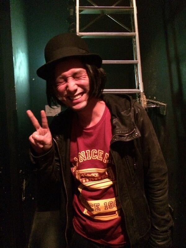 ユウスケTシャツでスタンバイの渡辺シュンスケさん。 #ysk_jp