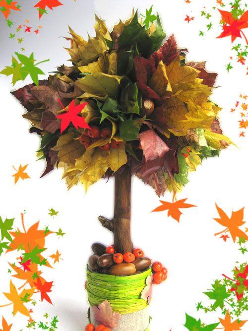 Herfstboom van een stukje ( of bol) oasis ,bladeren en een takje