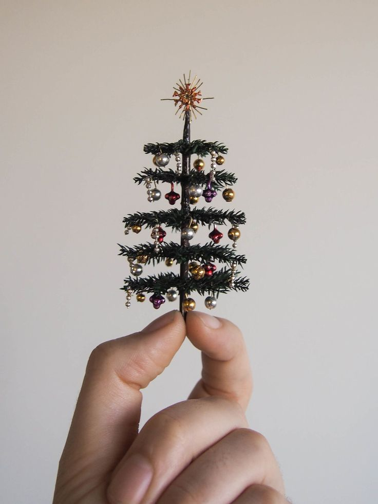 how to: miniature Victorian style Christmas tree