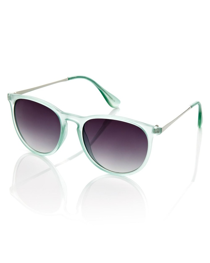 round frosted sunglasses, Addition Elle, plus size, fashion, trends  #AdditionElleOntheRoad