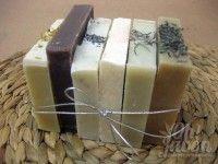 Muestra de los jabones artesanales variados: caléndula, chocolate, semilla de amapola, sal del Himalaya, romero y lavanda.