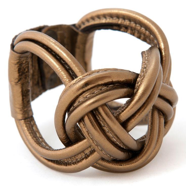 Gold leather bracelet! Perfekt om je arm bij je LBD... http://www.issamadeby.nl/naval-knot-big-gold