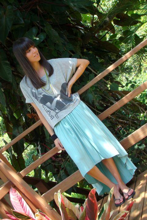 look-informal-con-falda-asimétrica-Zara