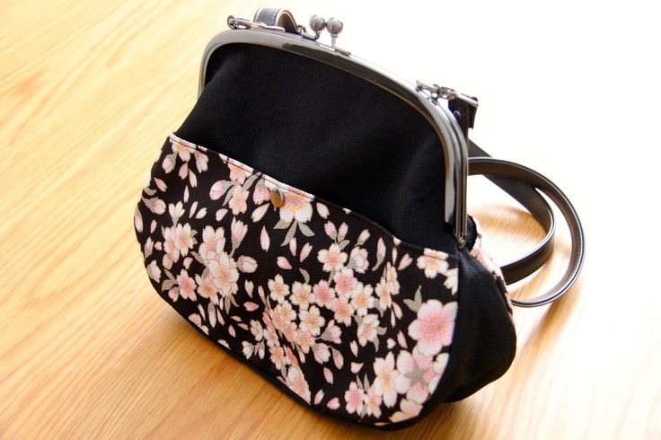 Traditional and elegant! Only st http://goo.gl/IMvKXD #cherryblossom #japanese #design #bags #acessories