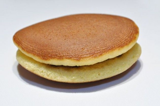 """Dorayaki is the popular pancake sweet beans are put like sandwiches. It is known as the favorite food of famous Japanese animation character, Doraemon.  In Kyoto Nishijin, we have a unique Dorayaki in """"Kamahaschi"""" shop. It's not the big sweets shop we often fail to notice along Itsutsuji street, but we can find some interesting sweets here.  Ginger pancake in Kyoto Nishijin   It's very unique that Dorayaki in Nishijin includes spicy ginger in the dough. It's much fresher taste than just…"""