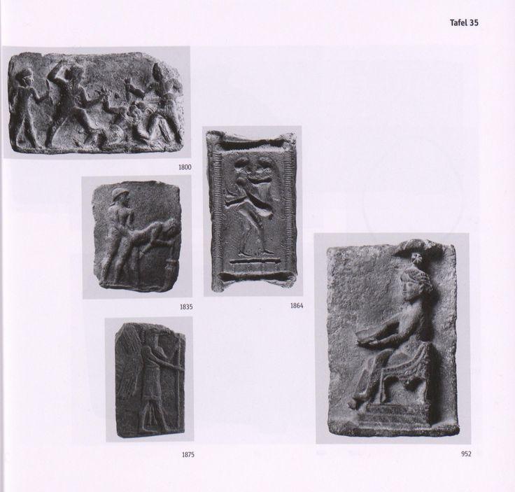 Objekt: Gilgamesch und Enkidu töten Humbaba 1800 v Chr, Altbabylonisch Tafel 35  Form Nr: 1800 Höhe: 8 cm Breite: 13.8 cm  Preis (brutto, inklusive der ggf. anfallenden Mehrwertsteuer): weiß49 EURBESTELLEN