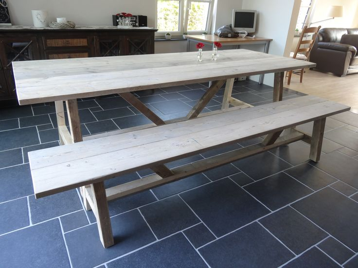 Wij ontwerpen en maken (industriele) steigerhouten meubelen en meubelen van sloophout en staal op maat. Bespreek uw wensen voor passende steigerhout meubelen.