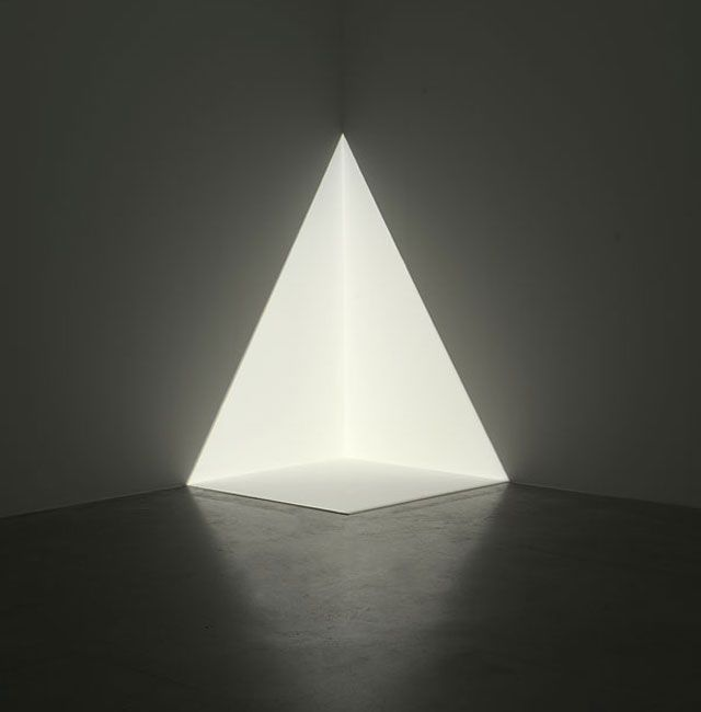 james_turrell - playing with light, creating the illusion of spaces and objects that aren't really there.