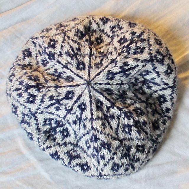 Ravelry: Strikkemaske's Hue med blåt mønster