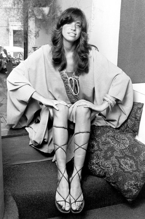 Carly Simon, 1970s. Look at her! timeless hippie/ bohemian style....forever beautiful