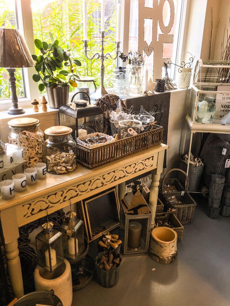 Masser af fine ting til borddækning og hjemmet. Gør det flot og hyggeligt med pynt fra Varde Engroslager.