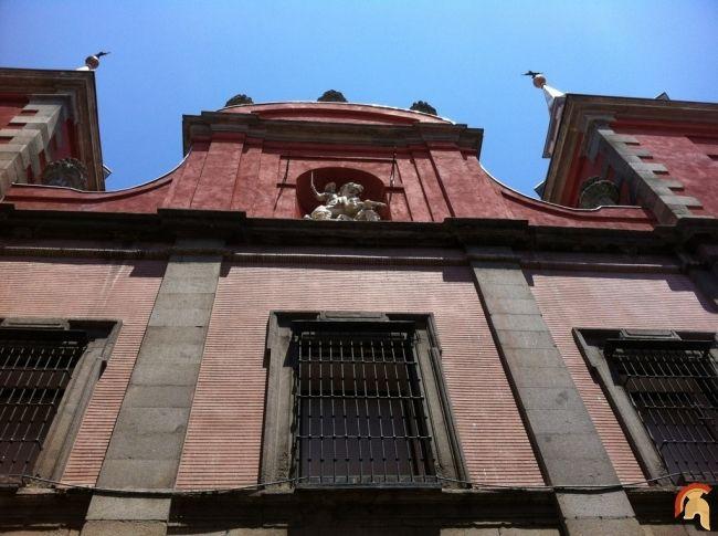 La iglesia de Santiago el Mayor data de 1697, según los planos de los hermanos José y Manuel del Olmo, reinando Carlos III, obra de Francisco Sabatini.Iglesia de las Comendadoras de Santiago