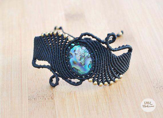 Macrmamé Bracelet with Abalone shell by Unikmakrame on Etsy.