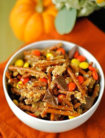 Halloween Candy Snack Mix This sweet 'n' salty snack mix is a must-have for any Halloween shindig. Bonus: It's also the perfect way to use up your kids' leftover Halloween candy.