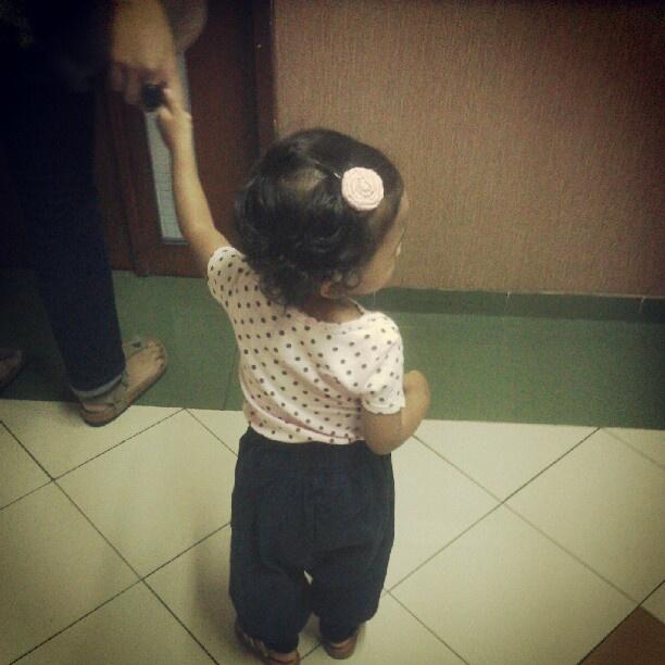 """@ugambreng's photo: """"#najma menjenguk baby Lula"""""""