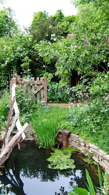 Chelsea Pensioners Garden, Julian Dowle, Chelsea Flower Show 2005.  Meant to be the WWII era garden of a rural pub, based on old soldier's memories of what they dreamed of when they thought of home, what kind of place they felt they were fighting for.