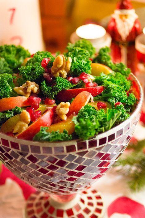 Grönkålssallad med apelsin, äpple och granatäpple
