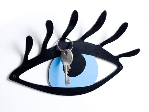 Κρεμάστρα τοίχου από μέταλλο για μέσα και έξω από το σπίτι ή το γραφείο σας Χρώμα: μαύρο Υλικό: λαμαρίνα, βαμμένη ηλεκτροστατικά Διαστάσεις: 19.5cm Π Χ 12.5cm Υ