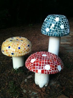 DIY mosaic mushrooms, some PVC, a large bowl, glass tiles, and cement! I love this!