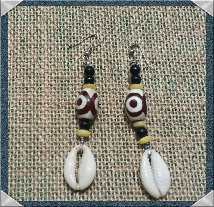 Conchas de cauri y aretes de perlas africanas por HaliliCreations