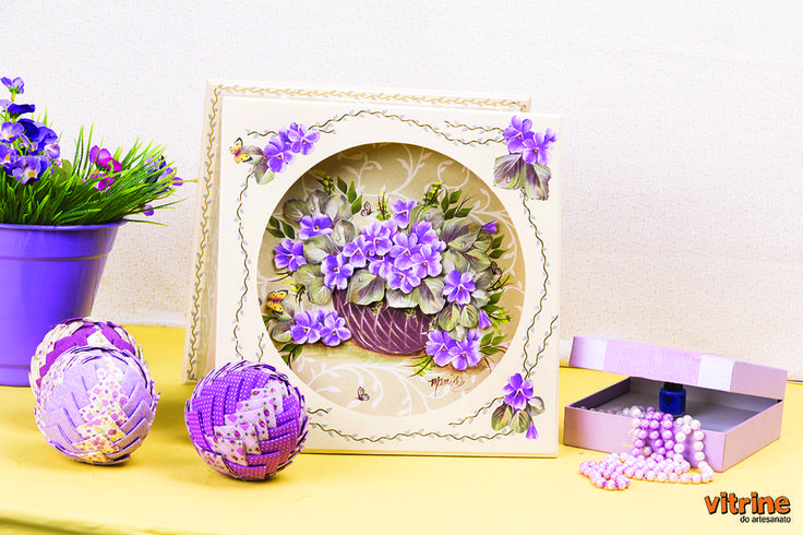 http://www.vitrinedoartesanato.com.br/kit-decoupage-com-mamiko-vol--07-va7344/p