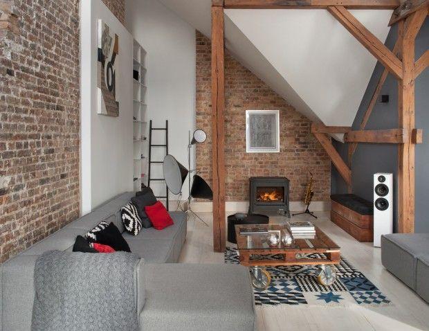 Les architectes polonais de l'agence Cubs studio sont intervenus pour réaliser la transformation de vieux greniers en un magnifique loft dans la ville de P