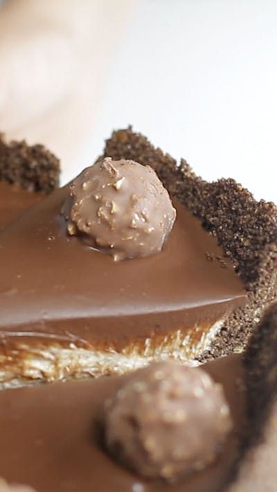 Recipe with video instructions: Ferrero Rocher Cheesecake recipe Ingredients: 8 1/2 ounces of crushed cornflakes, 2 1/2 ounces unsalted butter, melted, 4 tablespoons cocoa powder, 7 ounces...