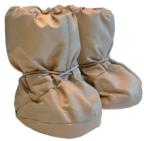 7 A.M. Enfant 500 Soft-Soled Booties, Water Repellent Insulated and Quilted, Beige, Small. Size: 0-6 Months. Great style combined with functional design, with leggings, karate pants, tights, dresses and jeans, from new born to four years they are the must have baby pair of shoes. Easy slip on. Water repellent outer shell, fleece lined. The light insulation resulting in a soft hand feel with great heat retention and the soft fleece lining will keep little toes warm and c ounce y.An...