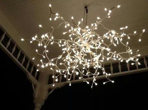Kerstlampjes aan een oud parapluframe