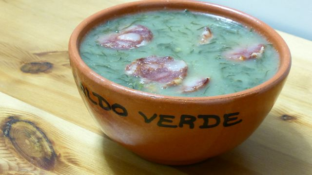 Le caldo verde est une soupe traditionnelle de chou portugaise, typique du Nord du Portugal, mais largement diffusé dans tout le pays.