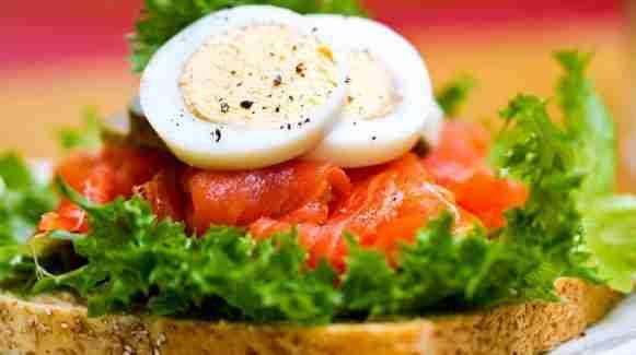 Makanan diet sehat diperlukan untuk melangsingkan badan. Tertarik ingin mengetahuinya? Klik tautan di bawah gambar