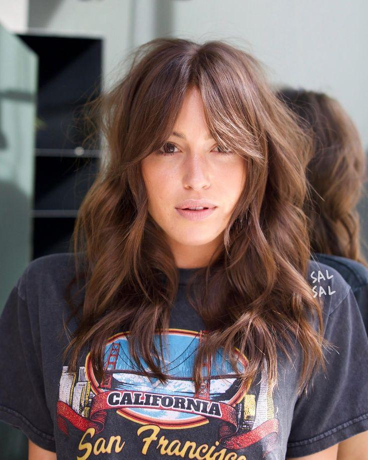 Die 6 Coolsten Frisuren Fur Den Sommer Direkt Aus L A Die 6 Coolsten Frisuren Fur Den Sommer Direkt Au Trending Haircuts Long Hair Styles Curls For Long Hair