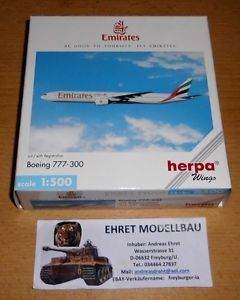 a boeing 777 300 emirates 1500 herpa wings 506526 de coleccion privada 4