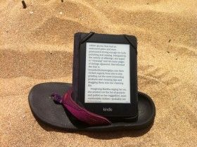 Use your sandal to hold your e-reader while sitting on the beach http://www.asteriskedizioni.it/products-page/