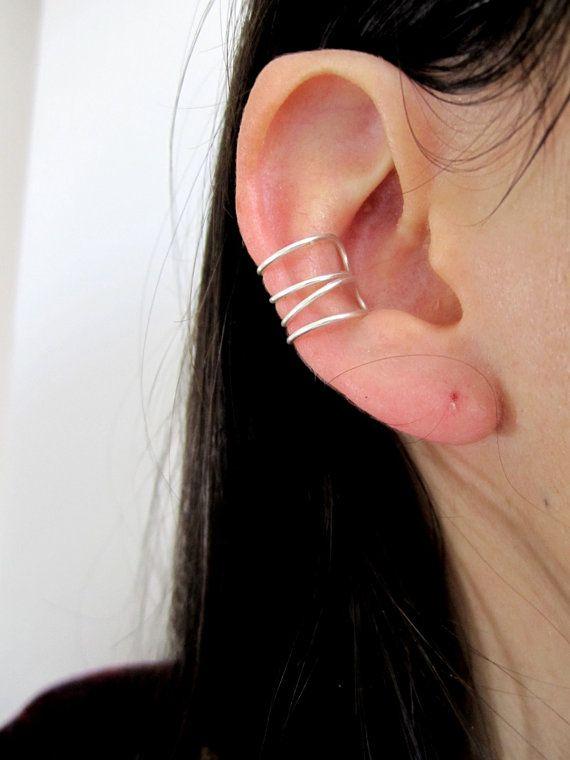 Sehr fein und feminin Qualität Silber Schmuck. Doppelring für Ohr einfach und raffiniert. Erfordert kein Loch im Ohr.  Mit dem Ohr-Ring: Folie von der Spitze des Ohres bis zu den Stall auf den Knorpel.  Ringdurchmesser: ~ 1 cm  Es werden unter Schutz in einem kleinen Geschenk Box Karton geliefert. Alle Kreationen sind handgemacht.  Bei Fragen: mix - Manie [! am] outlook.com.  Folgen Sie mir auf: http://mixmaniabijoux.com/ Und über soziale Netzwerke: Facebook, Twitter, Instagra...