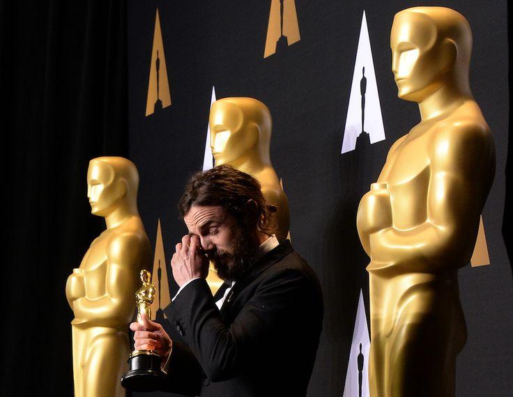 Casey Affleck con l'Oscar come miglior attore  (ROBYN BECK/AFP/Getty Images) | Oscar 2017