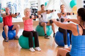 Fitnessoefeningen (met een gymbal) om je hele lichaam te trainen - Salusi.nl