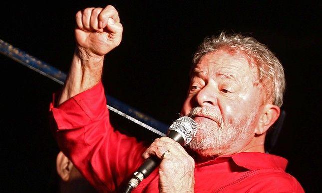 """Lula: """"ninguém foi mais vítima da Dilma do que eu"""""""