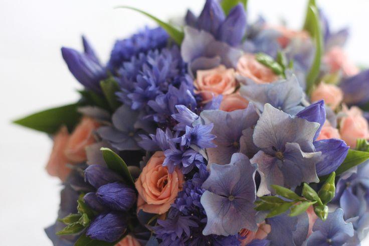 Blue wedding bouguet. Design by Elina Mäntylä, Valona Florana
